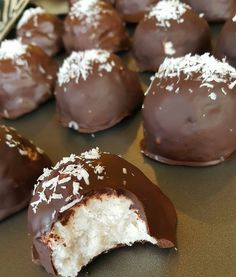 Brownie Desserts, Christmas Desserts, Christmas Baking, Holiday Treats, Candy Recipes, Dessert Recipes, Dessert Ideas, Coconut Balls, Coconut Milk