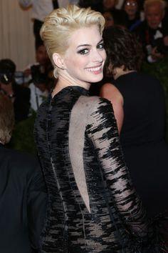 Anne Hathaway goes blond!