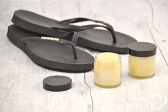 Foot balm for soft feet self-made foot cream against callused summer flip flops Source by kickykreiling The post Balm. Immediately soft feet. appeared first on Alba's Soap Works. Smooth Feet, Foot Cream, Hair Repair, Hygiene, Feet Care, Jar Gifts, Face And Body, Diy Beauty, Body Care