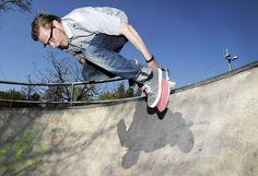 Taiteilija Anssi Kasitonni sai vuoden 2011 Ars Fennica -palkinnon. Katso lisää saman kuvaajan parhaita töitä klikkaamalla kuvaa. Kuva: Christian Westerback / HS Skateboard, Art Gallery, Christian, Artists, Lifestyle, Skateboarding, Art Museum, Skate Board, Artist