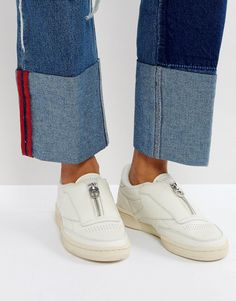 Buy Beige Reebok Basic sneakers for woman at best price. Compare Sneakers prices from online stores like Asos - Wossel Global Latest Fashion Clothes, Latest Fashion Trends, Fashion Online, Fashion Shoes, Mens Fashion, Asos Online Shopping, Online Shopping Clothes, Baskets, Basket Noir