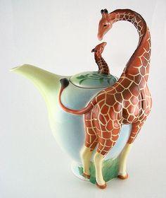 Fine Porcelain - GIRAFFE DESIGN TEA POT - NEW
