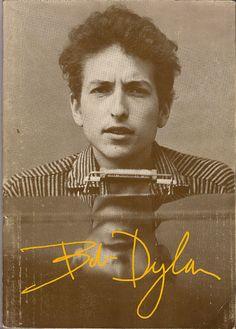 Bob Dylan (I thought, a young Art Garfunkal. sorry)-Trend) Bob Dylan, Rock Roll, Music Is Life, My Music, Musica Disco, Blues, Joan Baez, Music Icon, Music Lyrics
