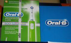 Spazzolino elettrico colorato! Bello e divertente, assicura una migliore igiene orale. In offerta a dicembre a 36 euro, punti doppi sulla carta fedeltà!