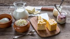 Dairy and Lactose-free keto. Dairy substitutes for a keto diet. Try this to replace dairy if you are sensitive to lactose or dairy protein. Should you consume dairy on keto? Vegan Vitamin B12, Vegan Vitamins, Calcium Magnesium, Vegetarian Types, Vegetarian Recipes, B12 Foods, Sem Lactose, Lactose Free, No Dairy Recipes
