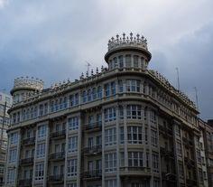 Edificio en la Plaza Pontevedra de Coruña (España).