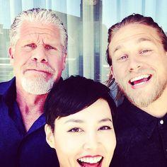 Ron Perlman, Charlie Hunnam, and Rinko Kikuchi of Pacific Rim. Too cute! :))