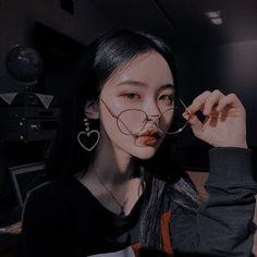 Korean Girl Photo, Cute Korean Girl, Asian Girl, Aesthetic People, Aesthetic Girl, Aesthetic Grunge, Cute Girl Face, Cool Girl, Japonese Girl