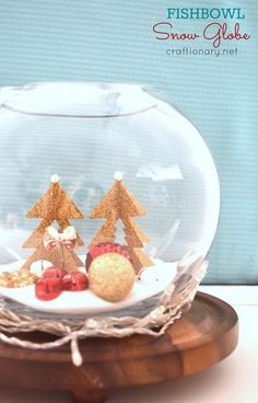 DIY snow globes are great as Christmas decorations, and they can be nice conversation pieces. Here are 20 DIY snow globe ideas you'll love making and showing off! Indoor Christmas Lights, Christmas Snow Globes, Decorating With Christmas Lights, Christmas Crafts, White Christmas, Christmas Stuff, Christmas Ideas, Christmas Ornaments, Olaf