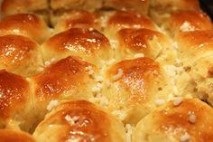 Colazione per tutti: Soffici pan briochini alle mandorle