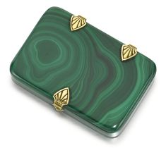 Is this malachite? Vintage Cigarette Case, Cigarette Box, Smoke Rings, Malachite Jewelry, Anniversary Gifts For Couples, Smoking Accessories, Art Deco Fashion, Decorative Accessories, Vintage Jewelry