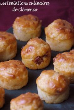 Moelleux au chorizo et au parmesan Here are small bites well scented and all simple to do. I took a recipe from Nad but I replaced the bacon with chorizo ​​… For 35 mini-fluffy mini-muffins + 20 mini-fluted): … Soup Appetizers, Appetizer Recipes, Soup Recipes, Snack Recipes, Easter Recipes, Family Recipes, Chicken Recipes, Homemade Cake Recipes, Homemade Soup