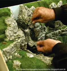How to make diorama grass Christmas Nativity Scene, Christmas Villages, Miniature Fairy Gardens, Miniature Houses, Navidad Natural, Landscape Model, Free To Use Images, Diy Cardboard, Model Train Layouts