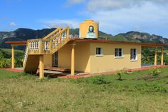 #cuba #vinales #mogote Cuba Vinales, Cabin, Country, House Styles, Home Decor, Havana, Cuba, Decoration Home, Rural Area