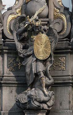 Catholic Art, Religious Art, Angel Sculpture, Lion Sculpture, St. Michael, Art Ancien, Kunst Online, Cemetery Art, Roman Art