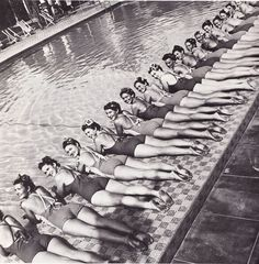 bevy of vintage bathing beauties Vintage Pictures, Old Pictures, Vintage Images, Old Photos, Iconic Photos, Vintage Posters, Mode Vintage, Vintage Love, Vintage Beauty