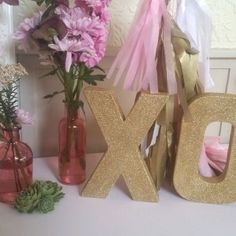 XO letters gold