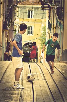 Portugal - ❤ ⚽ The Game of children around the world. Soccer Drills, Soccer Games, Soccer Players, Soccer Books, Soccer Coaching, Soccer Cleats, Soccer Aid, Kids Soccer, Soccer Sports