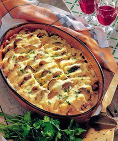 Mămăliga cu ciuperci este perfectă şi pentru cină, şi pentru prânz. În plus se face uşor şi nu necesită multe ingrediente. Iată reţeta! Veggie Recipes, Vegetarian Recipes, Cooking Recipes, Casserole Dishes, Casserole Recipes, Romanian Food, Hungarian Recipes, 30 Minute Meals, Desert Recipes