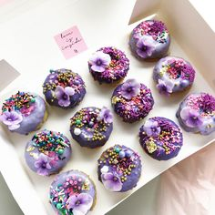 nectar and stone♡ Cake Pop Bouquet, Flower Cake Pops, Boxing Day, Candy Melts, Cakepops, Easy Dessert Bars, Dessert Table, Nectar And Stone, Snowman Cake