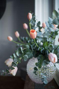 Best Beautiful Fresh Tulip Arrangement Design and Pictures 8 .Read More. Cut Flowers, Fresh Flowers, Beautiful Flowers, Tulpen Arrangements, Floral Arrangements, Deco Floral, Beautiful Flower Arrangements, Ikebana, My Flower
