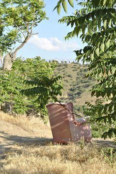 La Buhardilla de Yaya: Descanso En Granada no tenemos problemas para ir a la naturaleza a dar un paseo, primero porque tenemos la suerte de que está muy cerca de la capital y segundo porque si nos cansamos podemos encontrar un buen sillón para admirar las vistas, y vaya vistas !! En el próximo post vereis un poco lo que se ve desde el sillón.     Datos fotografía:     - ISO 100     - Apertura F8     - Exposición 1/125s     - Focal 55mm