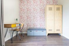 De kinderslaapkamers mocht ik voorzien van een compleet interieuradvies. Wat inhoudt dat ik van sfeer tot productkeuzes het interieur heb mogen vormgeven. Onwijs leuk om te doen! Ook voor de kleedruimte mocht ik meubels op maat ontworpen en een advies geven voor kleuren en materialen. Interieurontwerp: Laura Hindriks Fotografie: Angeline Dobber Divider, Room, Furniture, Home Decor, Bedroom, Decoration Home, Room Decor, Rooms, Home Furnishings