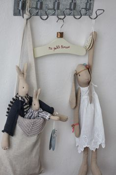 """craftstuff: """"(via Pin by Mar Montero on Muñecas Tilda Hobbies And Crafts, Diy And Crafts, Doll Patterns, Sewing Patterns, Maileg Bunny, Boutique Deco, Rabbit Toys, Sewing Dolls, Softies"""