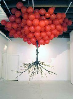 Une sélection de créations de l'artiste Sud Coréen Myeongbeom Kim, qui réalise des installations à la fois poétiques et ironiques à base de ballons color