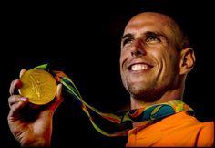 #rio2016 Windsurfer Dorian van Rijsselberghe heeft zondagavond 14 aug  bij de Spelen in Rio de Janeiro zijn olympische titel extra glans gegeven door ook de afsluitende medalrace in de RS:X-klasse te winnen. De 27-jarige Texelaar was net als vier jaar geleden in Londen voor de medalrace al zeker van goud.  Van Rijsselberghe won in de kwalificatieserie zeven van de twaalf races.   Van Rijsselberghe is de eerste windsurfer ooit die twee keer op rij de olympische gouden medaille heeft veroverd.
