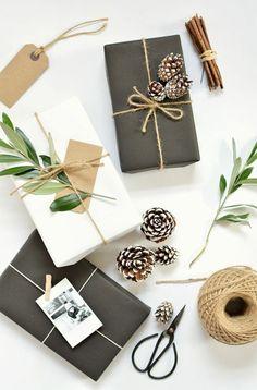 3 geschenkverpackung verpackung basteln schwaze verpackung zapfen zweige
