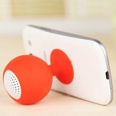 Pensando em oferecer os melhores brindes masculinos, a QG Brindes apresenta a caixa de som para celular com ventosa.  Acompanha cabo P2 para conectar no celular e cabo USB para recarga da bateria. Para o primeiro uso, aconselha-se a recarga de no mínimo 1 hora.  Medidas: 11,5cm x 4,5cm x 4,5cm.   Disponível nas cores: preto, azul, vermelho, verde, branco e rosa.