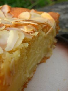 Fluffy apple and almond cake - pralinettes Apple Recipes, Baking Recipes, Sweet Recipes, Cake Recipes, Dessert Recipes, Apple And Almond Cake, Almond Cakes, French Desserts, No Cook Desserts
