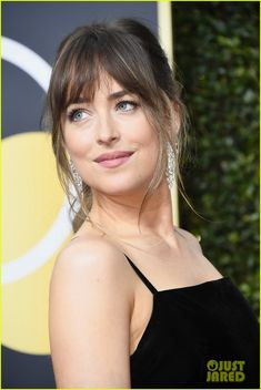 Dakota Johnson Wears Stunning Black Gown at Golden Globes 2018 | dakota johnson golden globes 2018 10 - Photo