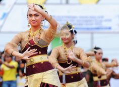 Lampung dancer by canonian_eos, via Flickr