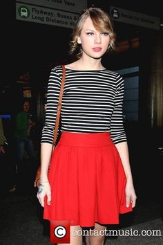 your daily notepad: Red Skirt Outfit Ideas - Taylor Swift Style Estilo Taylor Swift, Taylor Swift Outfits, Taylor Swift Style, Red Skirt Outfits, Red Skirts, Summer Outfits, Cute Outfits, Taylor Swift Pictures, Zooey Deschanel