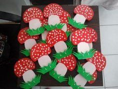 Mushroom craft idea for kids Crafts and Worksheets for PreschoolToddler and K Crafts Autumn Crafts, Fall Crafts For Kids, Toddler Crafts, Art For Kids, Mushroom Crafts, Mushroom Art, K Crafts, Arts And Crafts, Paper Crafts