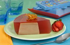 Pudim de chocolate coberto com gelatina