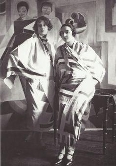 Ullstein Bild- Sonia Delaunay portant une de ses créations, 1926