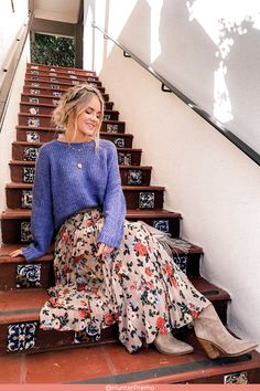 Fall Outfit The Cutest Floral skirt, sweet and beautiful outfit for Fall Season. Fall Fashion Outfits, Mode Outfits, Modest Fashion, Autumn Fashion, Spring Outfits, Winter Outfits, Casual Outfits, Jean Outfits, Mode Simple