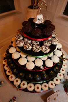 Desserts Try holiday-inspired flavors, like gingerbread, eggnog, and chocolate peppermint. Cookie Table Wedding, Wedding Cookies, Wedding Desserts, Holiday Desserts, Wedding Cakes With Cupcakes, Yummy Cupcakes, Cupcake Wedding, Anniversary Party Favors, Traditional Wedding Cake