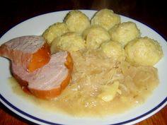 Chlupaté knedlíky, to je rodinné stříbro staré české kuchyně. K pečenému vepřovému boku či k uzenému masu a se zelím jsou možná oblíbenější, než houskové knedlíky či knedlíky bramborové. Protože chlupatý knedlík voní domovem. Gnocchi, Chicken, Meat, Food, Hoods, Meals, Kai
