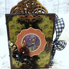 Hello We have an extra special Halloween Treat for you today, a Hallowe'en in Wonderland Mini Album complete with a video tutorial by Sandi Nagel! Hallowe'en in Wonderland Mini AlbumBy Sandi Nagel Halloween Mini Albums, Halloween Scrapbook, Halloween Projects, Mini Scrapbook Albums, Scrapbook Pages, Mini Album Tutorial, Heartfelt Creations, Graphic 45, Halloween Treats
