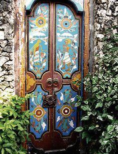 Personalizing Exterior Doors with Bold Paint Colors and Original Decorating Design Les Doors, Windows And Doors, Cool Doors, Unique Doors, Deco Baroque, When One Door Closes, Knobs And Knockers, Painted Doors, Exterior Doors
