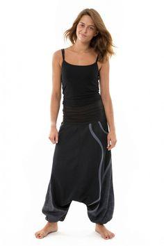 En speciell modell med elastisk (trikå) midja, två fickor, snygg grå mönster!