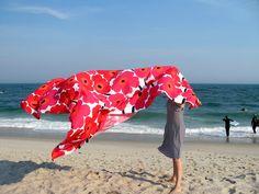 Love Marimekko Unikko - and the Finnish beaches Marimekko Fabric, Design Firms, Scandinavian Style, Summer Girls, Simple Style, Finland, Fabric Design, Cotton Fabric, Fashion Photography