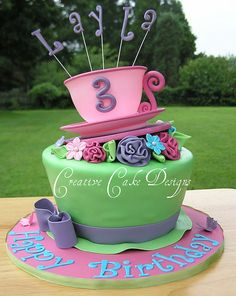 Your little girl is celebrating her birthday, and you'd like to make her a beautiful cake. Here are some of the great ideas of home made girly cakes, designed specially for girls. Girls Tea Party, Tea Party Birthday, Cool Birthday Cakes, Birthday Ideas, Tea Parties, 3rd Birthday, Mad Hatter Cake, Alice In Wonderland Cakes, Wonderland Party