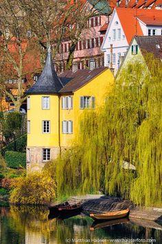 Yellow Hölderlinturm (Holderlin Tower) in Tübingen, Baden-Württemberg, Germany. (c) Matthias Hauser hauserfoto.com