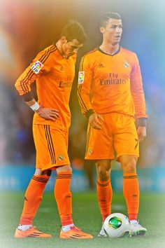 Gareth Bale and Cristiano Ronaldo stand next to the ball before a free-kick during the Copa del Rey quarter final first Leg match between RCD Espanyol and Real Madrid CF at Cornellà-El Prat Stadium on January 2014 in Barcelona, Spain. Real Madrid Logo, Real Madrid Soccer, Ronaldo Real Madrid, Madrid Football Club, Best Football Team, Cristiano Ronaldo Juventus, Cristiano Ronaldo Cr7, Gareth Bale, Good Soccer Players