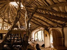 I want a Hobbit House! Build a house for less than 5000 dollars -- a HOBBIT house! Hobbit Hole, The Hobbit, Casa Dos Hobbits, Architecture Durable, Green Architecture, Organic Architecture, Architecture Design, Off Grid House, Woodland House
